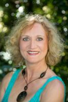 Gesundheitspraktikerin (BfG)  Mitglied im Deutschen Berufsverband für Freie Gesundheitsberufe (DBFG)  Tantra-Lehrerin (ETI)     Meditationsleiterin